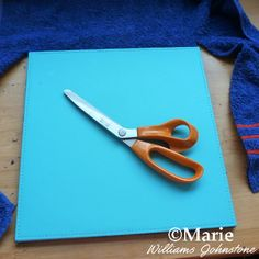 Trimming excess towel fabric away from base of mat Craft Sites, Craft Tutorials, Tabletop Ironing Board, Ironing Pad, Old Towels, Small Sewing Projects, Sewing Table, Felt Fabric, Felt Diy