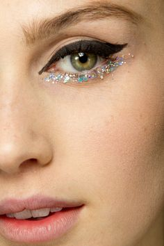 Mermaid glitter eyes at Chanel couture SS '14