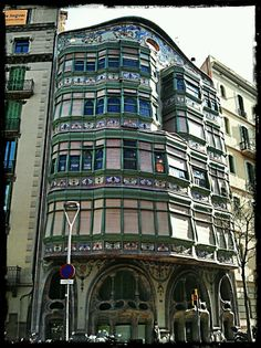 Barcelona.Façana posterior de la Casa Comalat. Carrer Corcega.