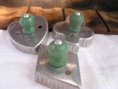Always keeping an eye out for this type of cookie cutter; love the wooden knobs! Old Kitchen, Kitchen Things, Diy Cookie Cutter, Crinkle Cookies, Vintage Kitchenware, Vintage Cookies, Biscuit Cookies, Baking Tins, Yard Sale