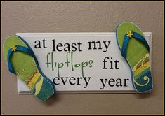 At least my flip flops fit every year Beach Crafts, Summer Crafts, Summer Fun, Summer Ideas, Summer Beach, Flip Flop Quotes, Flip Flop Craft, Decorating Flip Flops, Flip Flop Wreaths