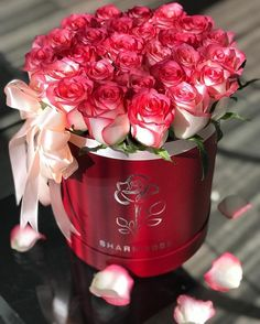Flower Bouquet Boxes, Hat Box Flowers, Red Rose Bouquet, Beautiful Rose Flowers, Happy Flowers, Amazing Flowers, Happy Birthday Flower, Corporate Flowers, Good Morning Flowers