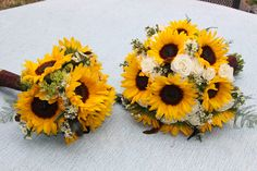 bridal  and bridesmaids sunflower bouquets