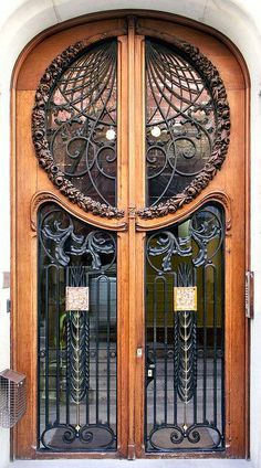29 Prächtig Komplizierte Hand Geschnitzten Türen, Surge Inspiration Aus – Haus Deko doors entrance art nouveau Barcelona - Mallorca 302 i Art Nouveau Architecture, Beautiful Architecture, Art And Architecture, Grand Entrance, Entrance Doors, Doorway, Cool Doors, Unique Doors, Art Deco