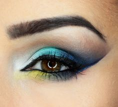Daria Kłosowicz beauty blog: Blue, yellow and graphic lines