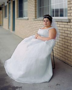 Alec Soth (born is an American photographer, based in Minneapolis. Soth is known for his large-scale projects and portraits. Color Photography, Street Photography, Portrait Photography, Magnum Photos, Lise Sarfati, Photographer Portfolio, Wallpaper Magazine, Documentary Photographers, Portraits