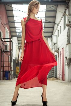 Dress made of chiffon, featuring pure color, sleeveless, bound waist with a belt, asymmetric design, all in loose fit.