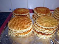 Waffles filled with brown sugar Potato Waffles, Savory Waffles, Cooking Chef, Cooking Recipes, Bakers Yeast, Waffle Cake, Ramadan Recipes, No Sugar Foods, Waffle Recipes