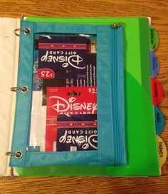 How to make a travel binder and stay organized for your Walt Disney World vacation. Tips and pictures
