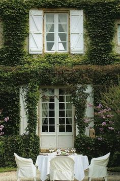 one of my future homes, preferably my last one - the one I stay in the longest - will be partially covered in ivy