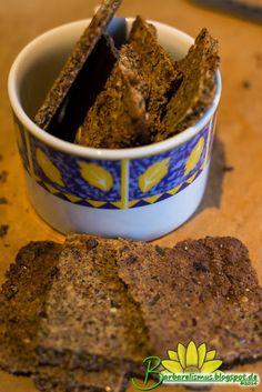 Crackers de Polpa de Amêndoas com Alecrim e Passas