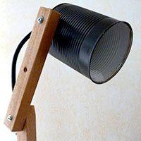Diy deco faire soi m me une applique lumineuse originale avec une querre e - Lampe avec boite de conserve ...