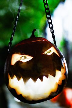 Follow our laughing lamp to light your way this #Snazoween! Over at Snazaroo we're all about freaky faces and Halloween decorations. Discover more at Snazaroo.