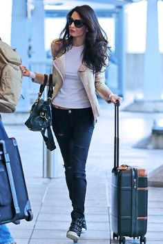 110 Amal Clooney's Most Stylish Fashion Style You Should Know Style Casual, Casual Street Style, Casual Chic, Casual Outfits, Casual Dresses, Amal Alamuddin Style, Celebrity Airport Style, Amal Clooney, George Clooney