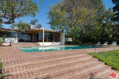 Not a great piece of architecture, the Richard Neutra-designed The Schaarman House in Los Angeles, California, USA is also a movie star.