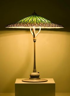 www.italialiberty.it/theworldartnouveau | Lotus Pagoda Lamp  Tiffany Studios