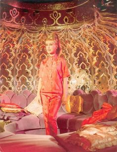 Loved I dream of jennie. I always wanted a room that looked like her bottle inside