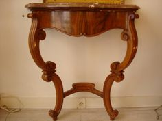 Nice small Louis Philippe wall Console, 19th Century. Elegant walnut & burr walnut wood. For sale on Proantic by Au Chevalier Bayard. #console  #19thcentury