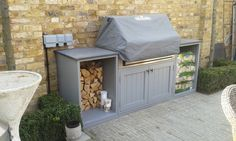 Ideas For Pallet Furniture Outdoor Bbq Small Outdoor Kitchens, Outdoor Bbq Kitchen, Outdoor Barbeque, Outdoor Kitchen Design, Garden Bbq Ideas, Bbq Area Garden, Small Garden Bar Ideas, Patio Ideas, Small Bbq