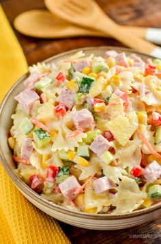This easy Low Syn Hawaiian Pasta Salad is the perfect dish for barbecues, picnics and lunches. Slimming World and Weight Watchers friendly Slimming World Taster Ideas, Slimming World Salads, Slimming World Recipes Syn Free, Slimming Eats, Slimming World Lunches Work, Low Calorie Recipes, Easy Healthy Recipes, Easy Dinner Recipes, Healthy Meals