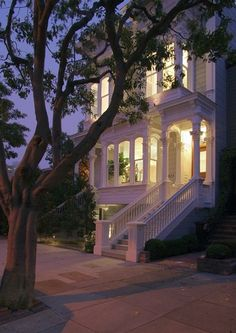 oh yes please a city house like this. love the window shapes, stairs, and front porch detail. traditional exterior by John Lum Architecture, Inc. Design Exterior, Interior And Exterior, Interior Ideas, San Francisco, Exterior Tradicional, Beautiful Homes, Beautiful Places, Beautiful Dream, Beautiful Buildings