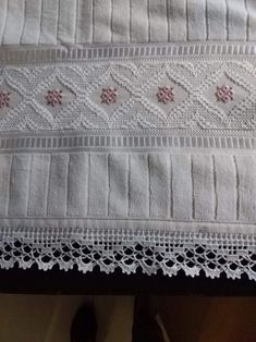 Crochet Boarders, Maria Jose, Filet Crochet, Crochet Designs, Smocking, Ravelry, Diy And Crafts, Patches, Cross Stitch