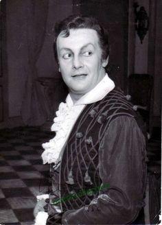 Gobbi, Tito - shown as Figaro in Il Barbiere di Siviglia