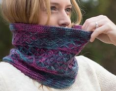 Ravelry: Arcite Cowl pattern by Karen Robinson - specifically designed for that special skein of worsted variegated yarn. Diy Knitting Scarf, Knit Cowl, Crochet Scarves, Knitted Cowls, Loom Knitting, Karen Robinson, Aran Weight Yarn, Crochet Accessories, Knitting Patterns