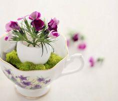 Поделки из яичной скорлупы  вазочка с цветами