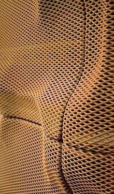 CAIXAFORUM MADRID BY HERZOG & DE MEURON (imarsa.com Photography) Acabado interior de placas cuadradas, de aluminio estirado tipo micro-deployé, con la superficie moldeada formando una topografía de metal.