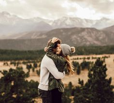 Someone to travel the world with = couple goals Hipster Vintage, Style Hipster, Hipster Couple, Photo Couple, Couple Shoot, Engagement Couple, Engagement Pictures, Mountain Engagement Photos, Engagement Ideas