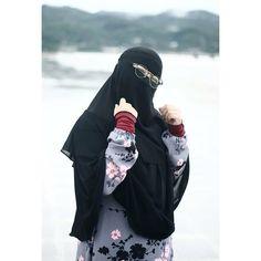 Islamic Girl Images, Niqab, Perfect Woman, Muslim Women, Muslim Fashion, Girls Image, Fashion Dresses, Fashion Show Dresses, Trendy Dresses