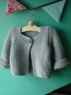 Tuto stricken Babyweste Tuto stricken BabywesteStockinette Chevron - Free Pattern - - Lattice with seed stitchOutfit Matrosen . Baby Knitting Patterns, Baby Patterns, Cardigan Bebe, Crochet Baby Cardigan, How To Start Knitting, Knitting For Kids, Free Knitting, Tricot Baby, Diy Crafts Knitting
