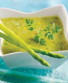 Crema ligera de espárragos verdes con aceite de trufa