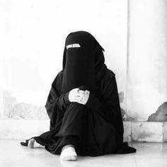 Spring Dresses Casual, Casual Dress Outfits, Hijab Outfit, Arab Girls Hijab, Muslim Girls, Muslim Couples, Niqab Fashion, Muslim Fashion, Fashion Styles