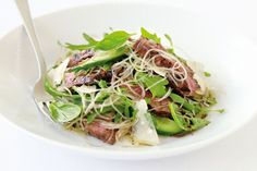 BALSAMIC BEEF AND GLASS NOODLE SALAD WITH ROCKET AND PARMESAN Asian Recipes, Beef Recipes, Healthy Recipes, Ethnic Recipes, Noodle Recipes, Healthy Options, Lunch Recipes, Easy Recipes, Easy Eat