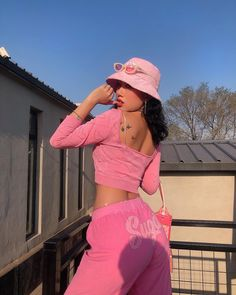 January 15 2020 at fashion-inspo Hipster Outfits, Pink Outfits, Trendy Outfits, Cute Outfits, Summer Outfits, Early 2000s Fashion, 90s Fashion, Fashion Outfits, Fashion Trends