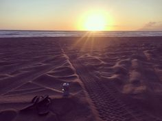 Who doesn't like watch a beautiful sunset.. Only in #California #rainbowsandals #coorslight by phnguyen7