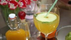 Hugo mit Pfirsich-Sirup Sweet & Easy, Long Drink, Bartender, Happy Hour, Alcohol, Pudding, Drinks, Ethnic Recipes, Desserts
