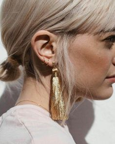Statement Earrings Fashion - love these oversized gold earrings with tassel Bijou Brigitte, Piercings, Estilo Fashion, Diy Schmuck, Stone Jewelry, Gold Jewelry, Jewellery Box, Jewellery Making, Jewlery