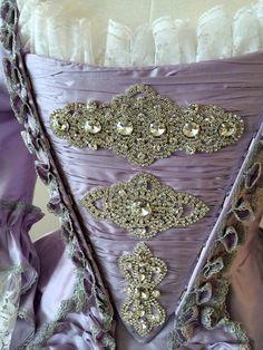 Este listado está para solamente el stomacher. Puede ser agregado a una de sus órdenes del vestido para darle su vestido más de un aspecto. Se hará para que coincida con los detalles y el color de tu vestido. Es mejor pedir esto a la vez que su vestido para asegurarse de que toda