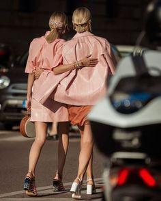 Milan Fashion Week Fall Winter 2020. Holiday Fashion, Paris Fashion, Girl Fashion, Mens Fashion, Street Wear, Fall Winter, Street Style, Chic, Celebrities