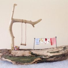 Arte com madeira e arrame Diy Crafts For Gifts, Beach Crafts, Home Crafts, Wood Houses, Ceramic Hous Driftwood Projects, Wooden Projects, Wooden Crafts, Craft Projects, Diy Crafts For Gifts, Beach Crafts, Summer Crafts, Home Crafts, Driftwood Sculpture