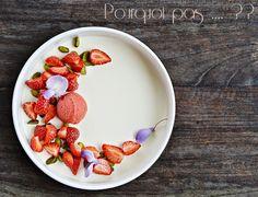 Pourquoi pas .... ??: Pana cotta aux fleurs de glycine, fraises, pistach...