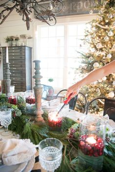 Hosting dinner parties is one of my favorite things to do- I love any opportunity to gather around a table and share a meal with friends and family. Given the season Id venture to guess that you have some entertaining. Minimal Christmas, Natural Christmas, Cozy Christmas, Outdoor Christmas, Family Christmas, Christmas Ideas, Xmas, Christmas Things, Christmas Tablescapes