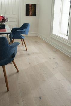 White Wood Floors, White Oak Wood, White Oak Kitchen, White Flooring, Wood Paneling, Living Room Wood Floor, Living Room Flooring, Engineered Hardwood Flooring, Best Wood Flooring