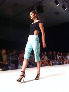 Pamela, Pixie, Capri Pants, Facebook, Collection, Fashion, Moda, Capri Trousers, La Mode