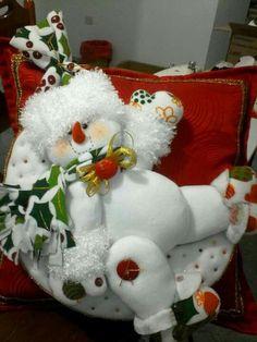 Christmas Woodland Snowman Ready to Ski Decoration Christmas Chair, Christmas Mom, Christmas Snowman, Christmas Projects, Xmas, Easy Christmas Ornaments, Christmas Wreaths, Christmas Decorations, Holiday Decor