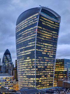 Tower Of London, London City, Waterloo Bridge, London Landmarks, English Heritage, Night City, City Life, Miami Beach, Modern Architecture