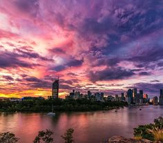 Colour me purple! Brisbane looking mighty fine at in #sunset# travel in phlow